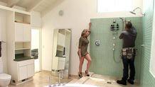 Le plombier baise la maitresse de maison