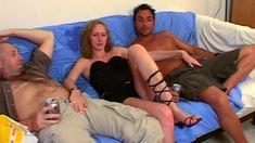 Une jolie blonde française cartonnée par deux pervers