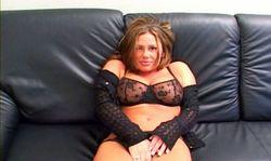 Cette vicieuse mature fait son come back dans le porno