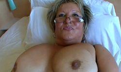 Les gros seins de mamie, personne n'y résistera!