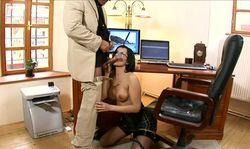 Quel régal que d'avoir une secrétaire chaude à sa disposition