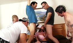 Jeux coquins: il rameute tous ses potes pour baiser sa femme