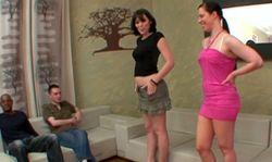 Partie de sexe entre soeur salope, laquelle sera la plus chaude?
